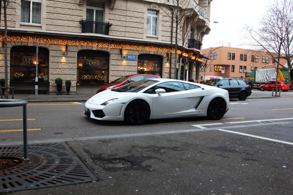 Lamborghini mieten Zürich und dazu noch einen Tag und mehr.